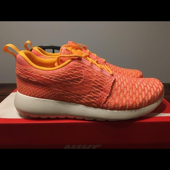 watch d9b14 94568 Women's Nike Roshe Run Flyknit Size 8.5